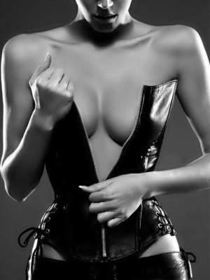zum ausleben meiner vorlieben... ich liebe es wenn du absolut devot veranlagt bist. mir mit jeder deiner gesten deine hingabe und deinen respekt erweist. ich bin an einer langfristigen beziehung interessiert. deine fetische sollten sich mit meinen vorlieben decken.